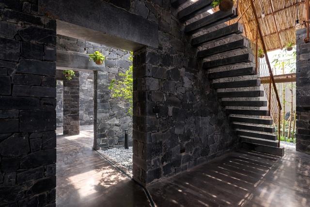 Độc đáo ngôi nhà như hang động làm từ vật liệu tái chế ở Hà Nam - 11