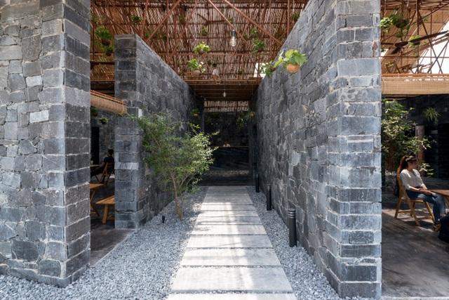 Độc đáo ngôi nhà như hang động làm từ vật liệu tái chế ở Hà Nam - 12