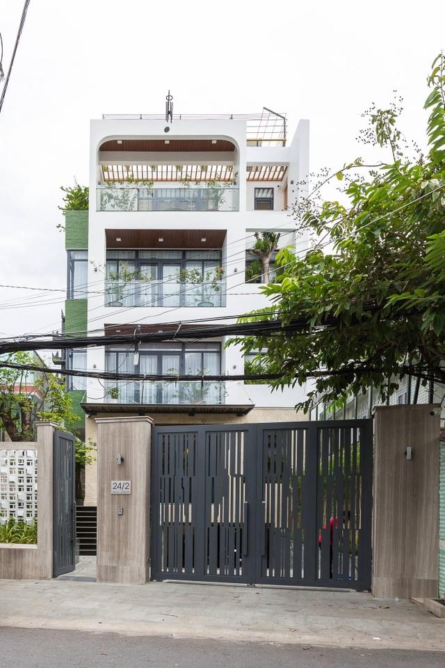 Cận cảnh nhà phố sang trọng ngập cây xanh của vị doanh nhân ở Bến Tre - 1