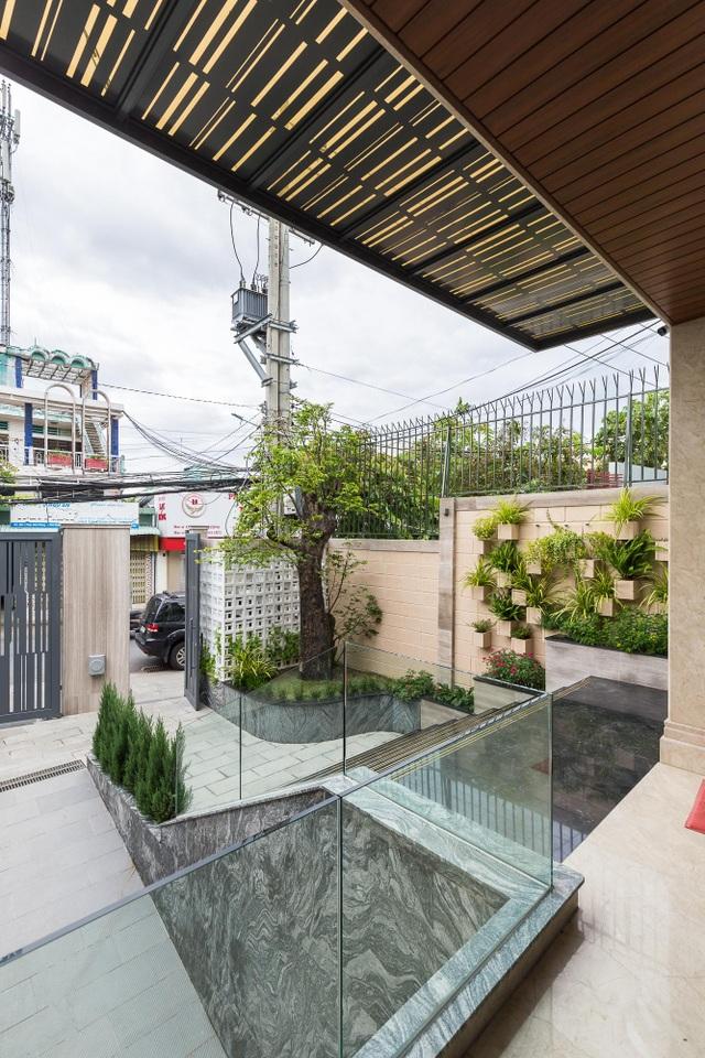 Cận cảnh nhà phố sang trọng ngập cây xanh của vị doanh nhân ở Bến Tre - 3