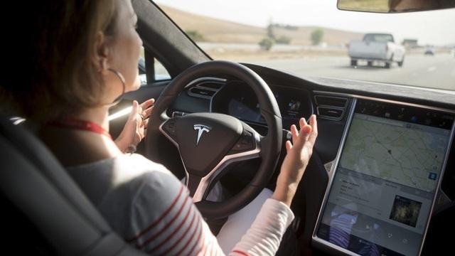 Sự nhầm lẫn tai hại của người dùng về khả năng tự lái của xe Tesla - 2