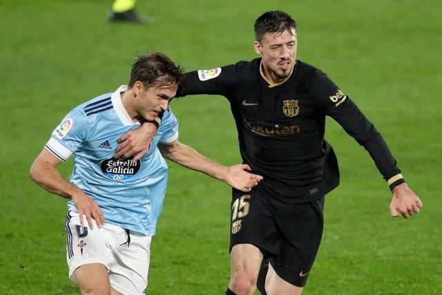 Messi và HLV Ronald Koeman quây trọng tài trong đường hầm - 2