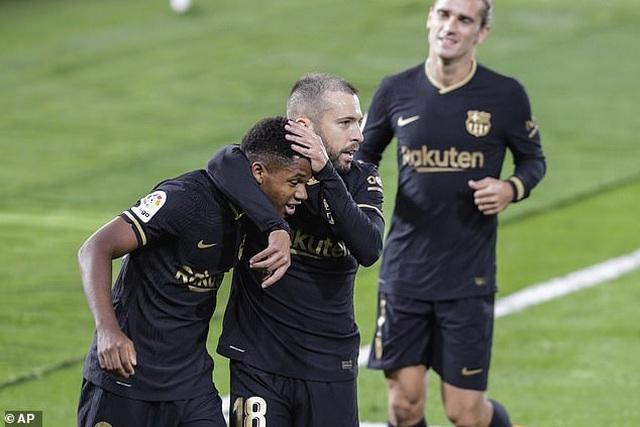 Messi ghi dấu ấn, Barcelona tiếp tục thắng đậm ở La Liga - 6