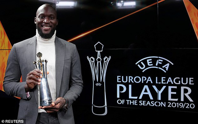 Vượt qua Bruno Fernandes, Lukaku nhận giải xuất sắc nhất Europa League - 1