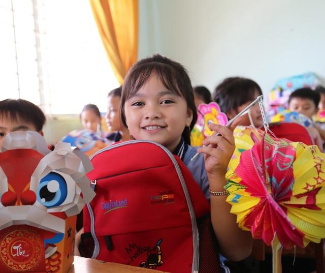 Hơn 1.400 học sinh CapitaLand Hope nhận quà và học bổng dịp Trung thu - 2