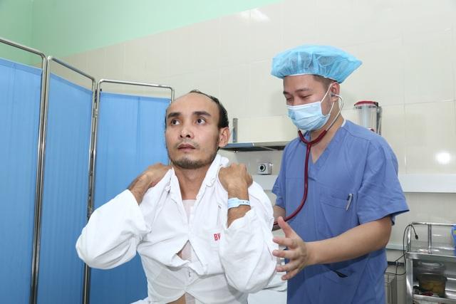 Xúc động câu chuyện các bác sĩ kí quỹ xin thay tim cho bệnh nhân nghèo - 7