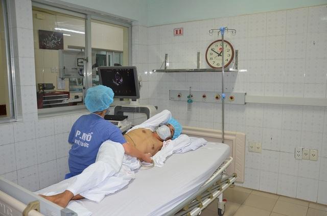 Xúc động câu chuyện các bác sĩ kí quỹ xin thay tim cho bệnh nhân nghèo - 2