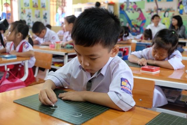 """GS Nguyễn Minh Thuyết: """"Nói tiếng Việt lớp 1 nặng là không đúng"""" - 1"""