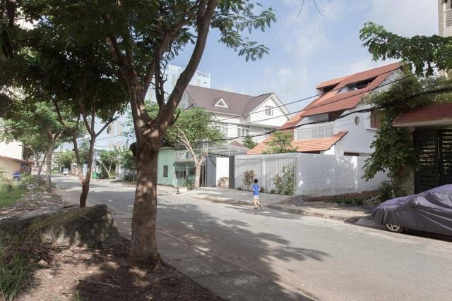 """Nhà 3 tầng chỉ nhìn thấy mái """"càng khám phá, càng bất ngờ"""" ở Sài Gòn - 1"""