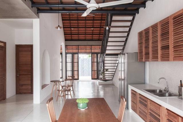 """Nhà 3 tầng chỉ nhìn thấy mái """"càng khám phá, càng bất ngờ"""" ở Sài Gòn - 9"""