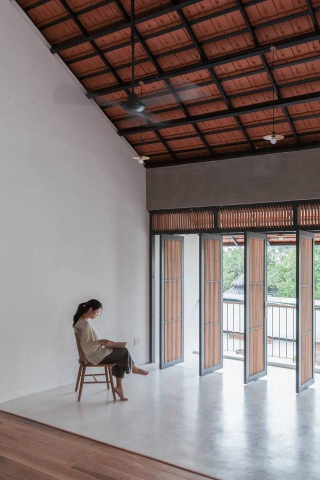 """Nhà 3 tầng chỉ nhìn thấy mái """"càng khám phá, càng bất ngờ"""" ở Sài Gòn - 10"""