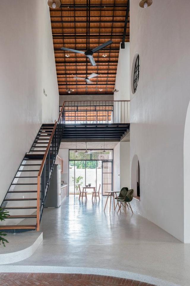 """Nhà 3 tầng chỉ nhìn thấy mái """"càng khám phá, càng bất ngờ"""" ở Sài Gòn - 12"""