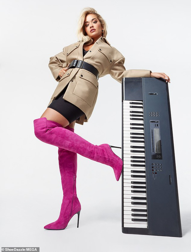 Rita Ora khoe vòng một bốc lửa - 4