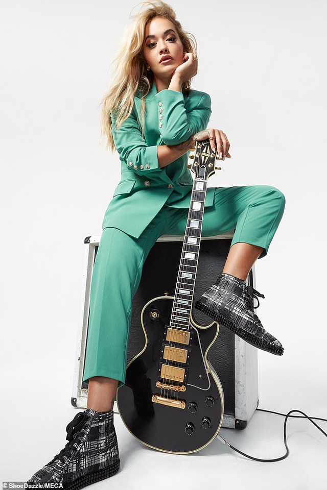 Rita Ora khoe vòng một bốc lửa - 3