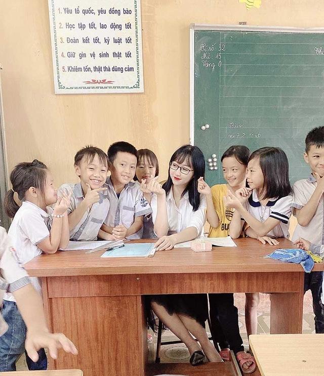 """Cô giáo bỗng nổi tiếng khi hóa thân thành """"chị Hằng"""" dịp Trung thu - 2"""