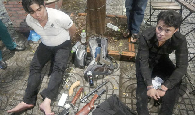 Vụ nổ súng hỗn chiến tại quán karaoke:  Vì nợ nần tiền mua bán ma túy! - 1