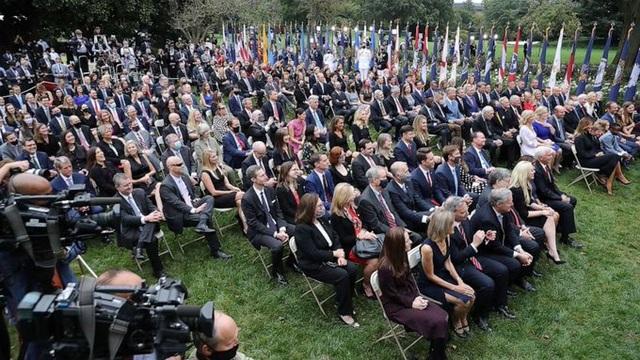Covid-19 lan rộng trong Nhà Trắng, nhiều quan chức, phóng viên dương tính - 1