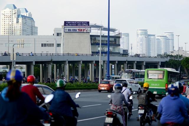 Cấm xe lên cầu Nguyễn Hữu Cảnh.jpg