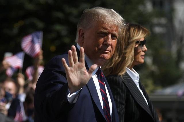 """Ông Trump di chuyển """"như con thoi"""" trước khi mắc Covid-19 - 1"""