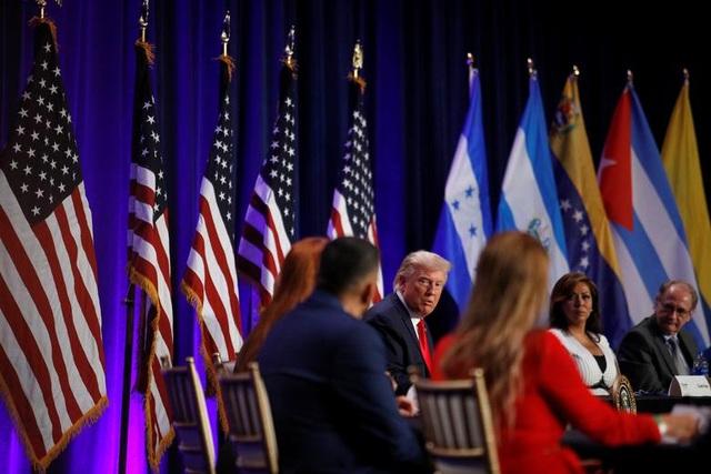 """Ông Trump di chuyển """"như con thoi"""" trước khi mắc Covid-19 - 2"""
