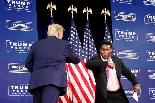"""Ông Trump di chuyển """"như con thoi"""" trước khi mắc Covid-19 - 3"""
