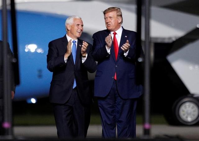 """Ông Trump di chuyển """"như con thoi"""" trước khi mắc Covid-19 - 4"""