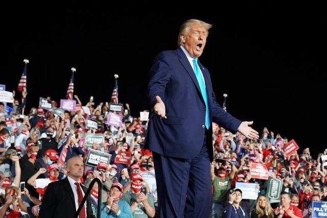 """Ông Trump di chuyển """"như con thoi"""" trước khi mắc Covid-19 - 6"""