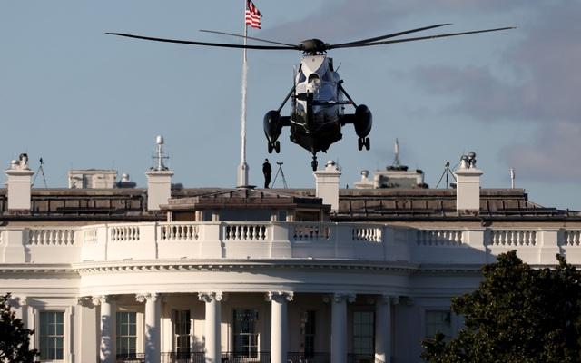 Ông Trump rời Nhà Trắng, tạm chuyển tổng hành dinh đến bệnh viện - 2