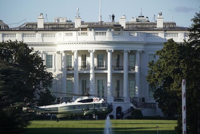 Ông Trump rời Nhà Trắng, tạm chuyển tổng hành dinh đến bệnh viện - 3