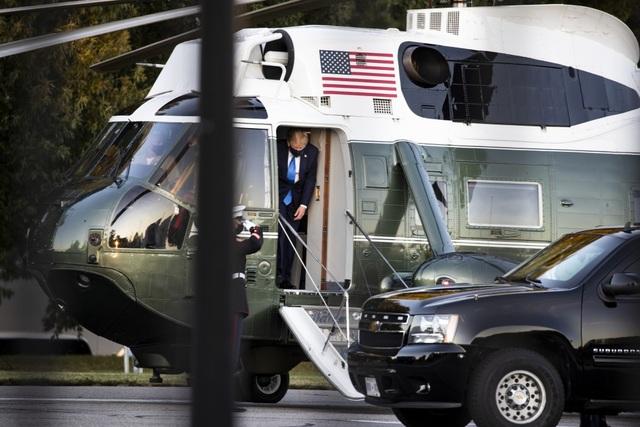 Ông Trump rời Nhà Trắng, tạm chuyển tổng hành dinh đến bệnh viện - 9