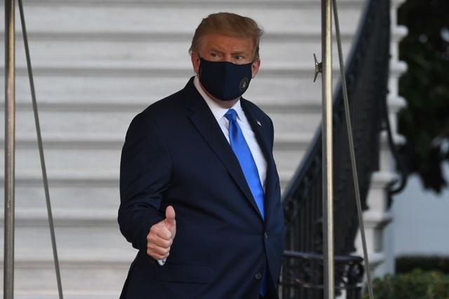 Ông Trump rời Nhà Trắng, tạm chuyển tổng hành dinh đến bệnh viện - 1