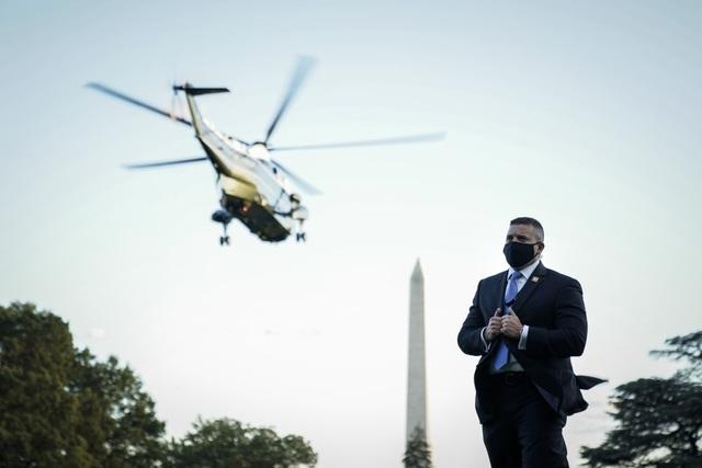 Ông Trump rời Nhà Trắng, tạm chuyển tổng hành dinh đến bệnh viện - 14