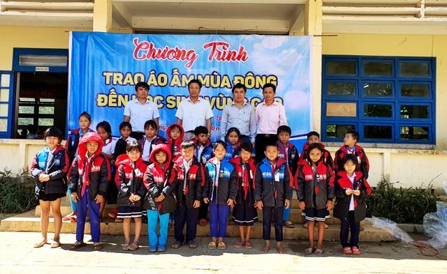 Trao tặng 500 áo ấm đến với học sinh vùng cao Quảng Nam - 2