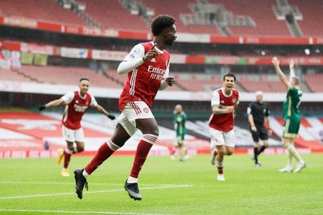 Vượt qua Sheffield United, Arsenal chen chân vào top 4 - 3