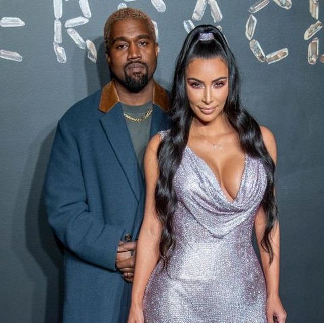 Fans mừng vui khi thấy Kim Kardashian chia sẻ ảnh chụp cùng chồng - 7