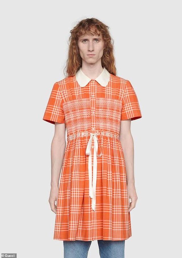 Váy áo thắt nơ cho... nam giới có giá hơn 50 triệu đồng - 4