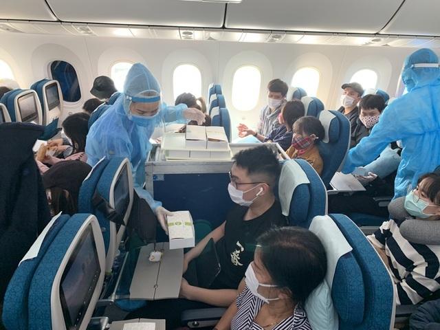 Đưa gần 340 công dân Việt Nam từ châu Âu và châu Phi về nước - 1