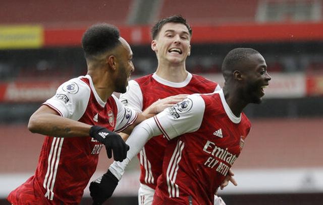 Vượt qua Sheffield United, Arsenal chen chân vào top 4 - 1