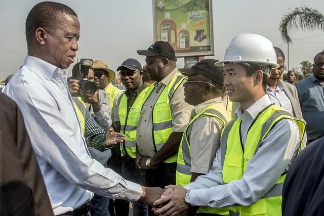 """Nghèo nhất nhì châu Phi, Zambia vẫn nợ """"khủng"""" Trung Quốc mua sắm vũ khí - 1"""