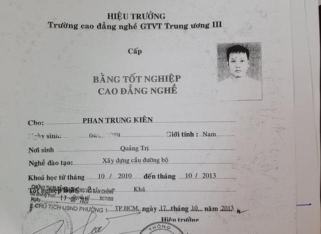 Hai giáo viên dạy thực hành lái xe hạng B2 bị phát hiện dùng bằng giả - 2