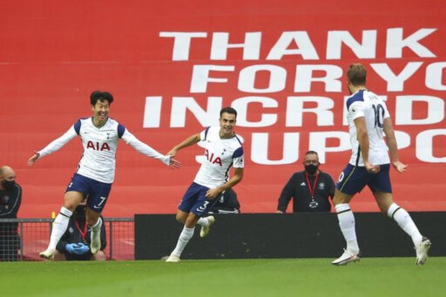 Những khoảnh khắc Man Utd bị Tottenham chà đạp tại Old Trafford - 9