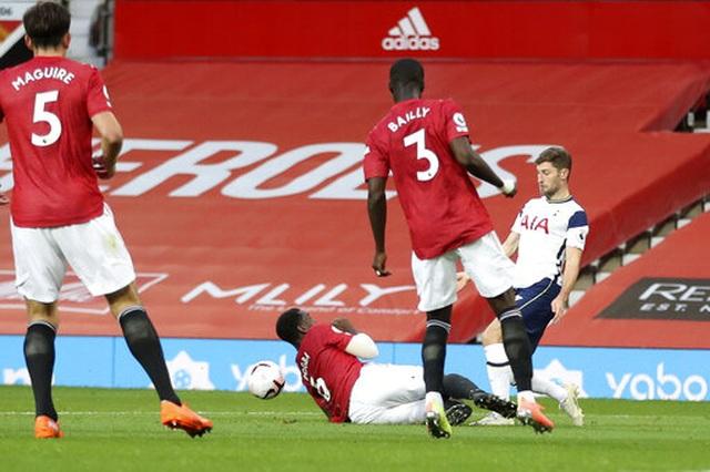 Man Utd 1-6 Tottenham: Địa chấn ở Old Trafford - 5
