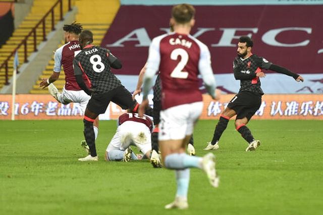 """Những khoảnh khắc khiến Liverpool trở thành """"nhà vô địch tệ nhất"""" - 7"""