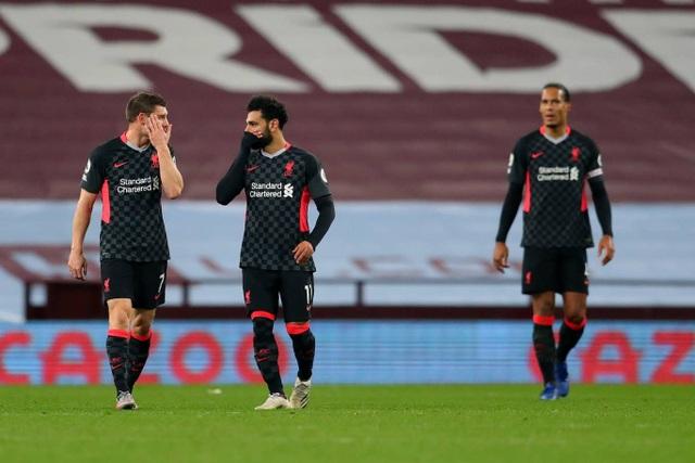 """Những khoảnh khắc khiến Liverpool trở thành """"nhà vô địch tệ nhất"""" - 19"""
