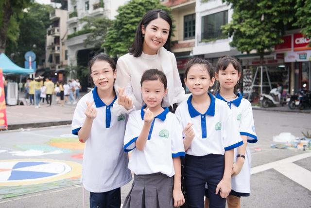 Hoa hậu Ngọc Hân mặc giản dị, đạp xe quảng bá hình ảnh Hà Nội xanh - 4