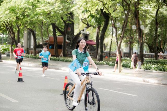 Hoa hậu Ngọc Hân mặc giản dị, đạp xe quảng bá hình ảnh Hà Nội xanh - 6