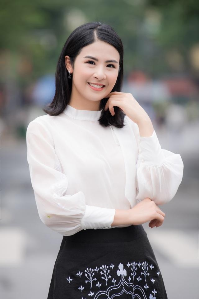 Hoa hậu Ngọc Hân mặc giản dị, đạp xe quảng bá hình ảnh Hà Nội xanh - 7