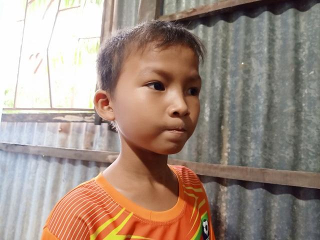 Cậu bé 9 tuổi vô thừa nhận ở với ngoại phải nghỉ học vì nhà nghèo xơ xác - 2