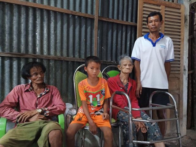 Cậu bé 9 tuổi vô thừa nhận ở với ngoại phải nghỉ học vì nhà nghèo xơ xác - 6