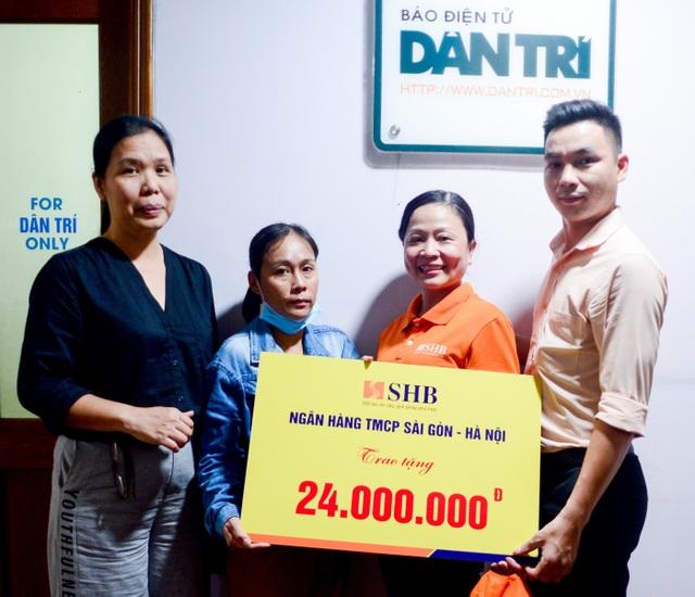 Bé gái 6 năm trời lấy viện làm nhà tiếp tục được giúp đỡ 24 triệu đồng - 1